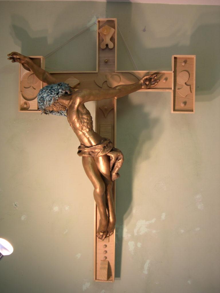Grande Crocefisso su croce