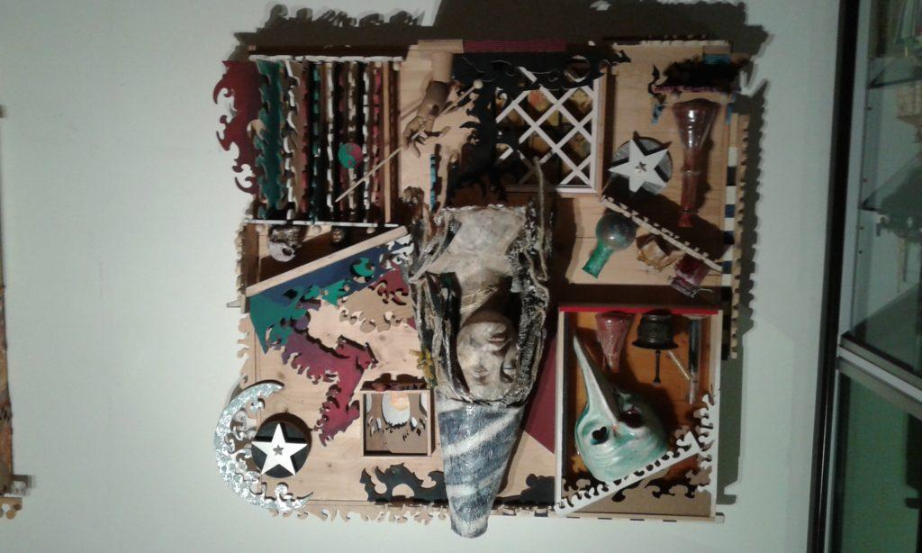 Legno ,resina , maschera , vetro ,colori acrilici
